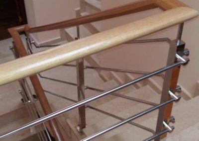Barandilla de acero y madera