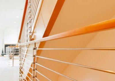 Escalera de acero y madera